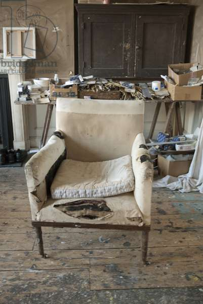 White armchair, interior of Lucian Freud's studio, 2011 (photo)