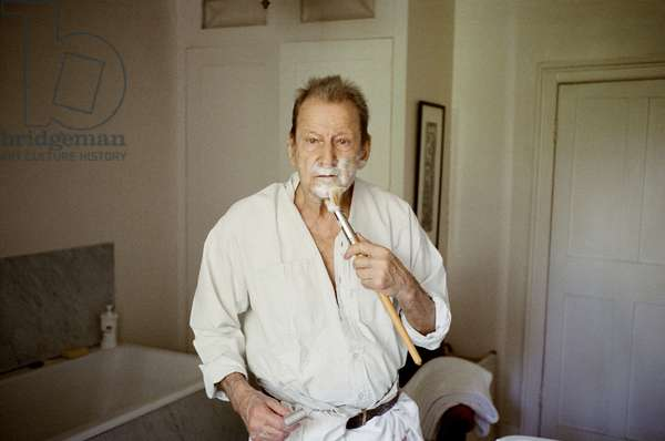 Lucian shaving, 2006 (photo)