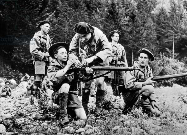 Training young Resistance fighters, 1944 (b/w photo)