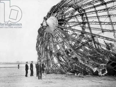 Wreck of the LZ 129 'Hindenburg' (b/w photo)