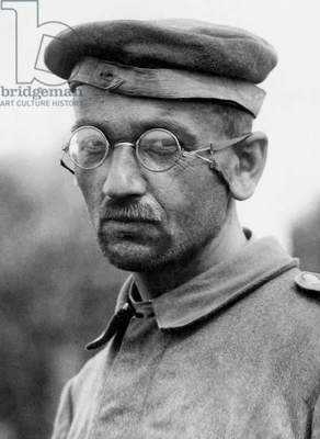 German soldier makes captive at the time of the battle of Messines (the Battle of London Scottish) in Belgium between October 30 and November 3, 1914