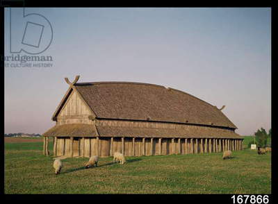 Reconstruction of an 11th century Viking house (photo)