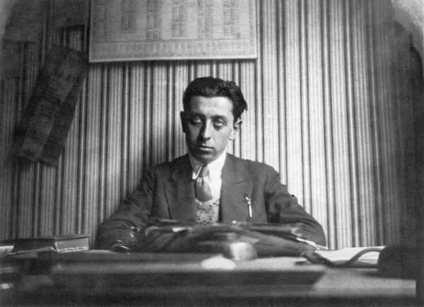 Image of Robert Desnos (1900-45) (b/w photo), French Photographer, (20th century) / French, Bibliothèque Littéraire Jacques Doucet, Paris, France, © Archives Charmet / Bridgeman Images.