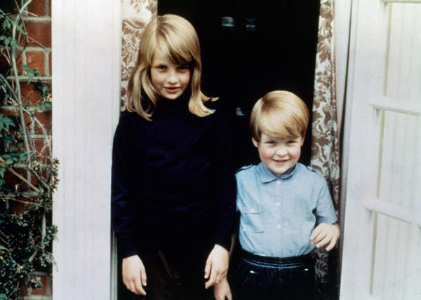Image of Diana Spencer (1961-1997), future princess of Wales, with her brother Charles Edward, count of Althorpe, c. 1967 - 1968 / © Bridgeman Images