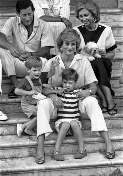 Image of The Royal Family of England in Spain, In Palma, Majorca, august 11, 1987 : prince of Wales Charles, queen Sophie of Spain, princess Diana (Lady Di, Diana Spencer) with prince William (stripes) and prince Harry / © Bridgeman Images