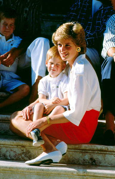 Portrait of Princess Diana with her son Prince Harry on the steps of the villa of King Juan Carlos of Spain in Majorca, 13/08/1988,  © Zumapress / Bridgeman Images