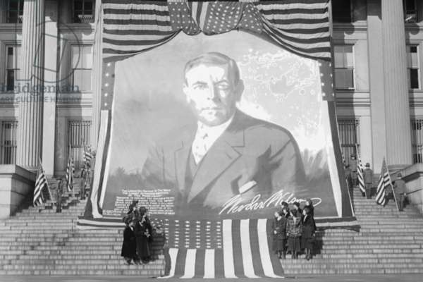 Huge Woodrow Wilson Painting on Fabric Draped in Front of Government Building 1920 (photo)