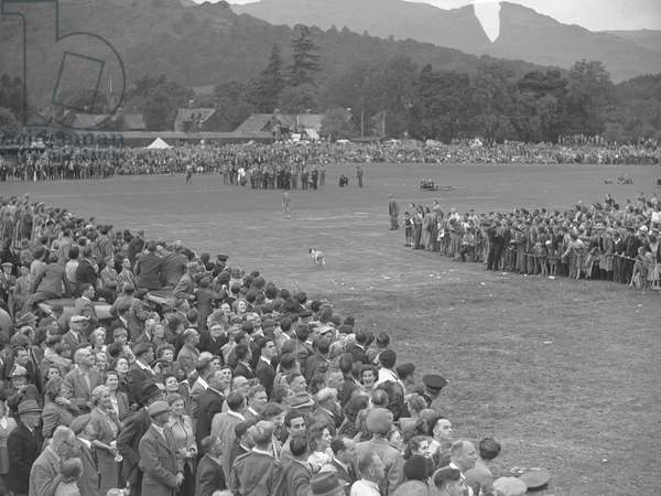 A view of what appears to be the finish line at a hound trail, with large numbers of spectators watching on, 1930s-60s (b/w photo)