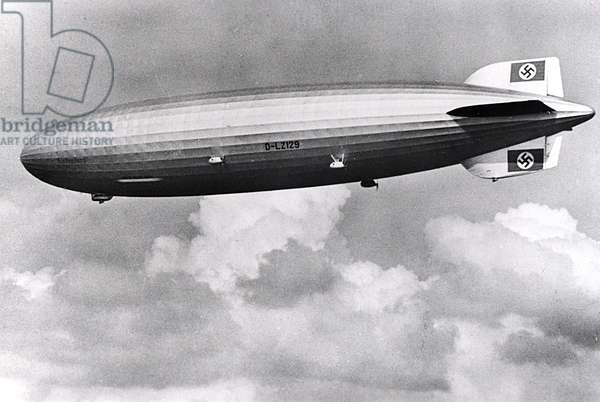 The Airship LZ129 Hindenburg in the air (b/w photo)