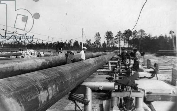 Placing the pipes, 1977 (b/w photo)