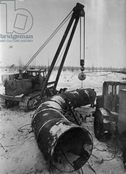 Pipes being delivered, 1977 (b/w photo)