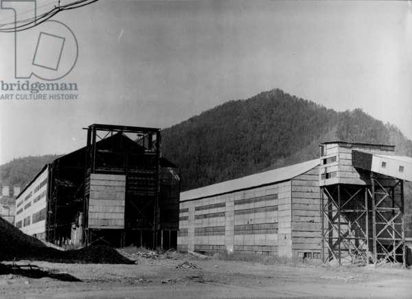 Assembly halls on the construction site, Sayano–Shushenskaya Hydro Power Plant, Russia, 1970s (b/w photo)