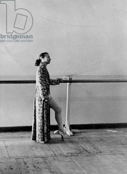 Galina Ulanova by the barre, Bolshoi Theatre, Moscow, 1970s (b/w photo)