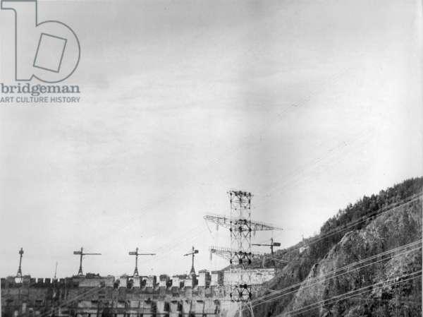 Construction under way, Sayano–Shushenskaya Hydro Power Plant, Russia, 1970s (b/w photo)