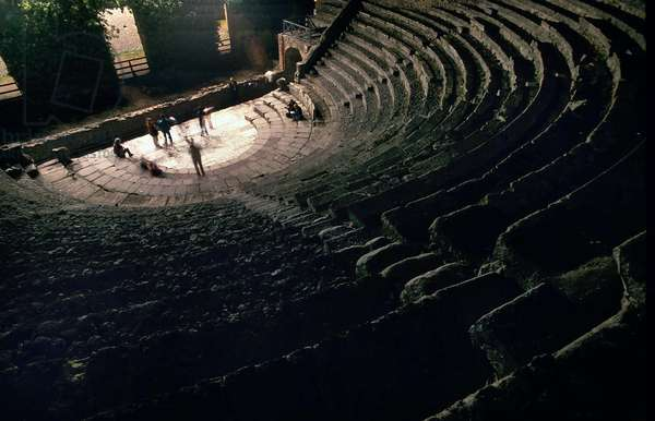 Fouille de Pompei: illumination nocturne de l'Amphitheatre. Photo Frassineti ©AGF/Leemage