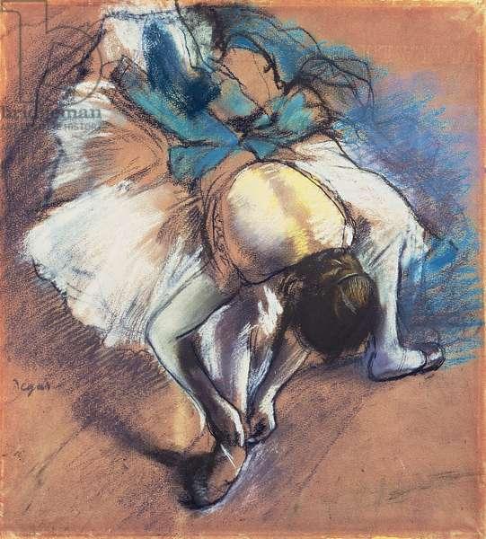 Dancer Fastening her Pump, c.1880-85 (pastel and black chalk on buff paper)