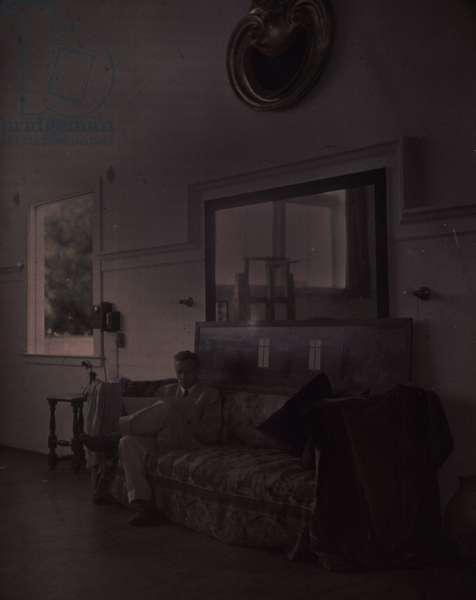 Maxfield Parrish in his Studio (autochrome)
