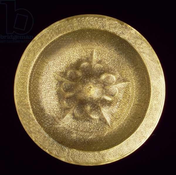 Engraved dish with raised centre, Venetian-Saracenic, 16th century (brass)