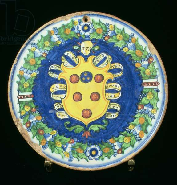 Maiolica plate bearing the Medici coat of arms with a border of foliage and fruit, Italian, 16th century