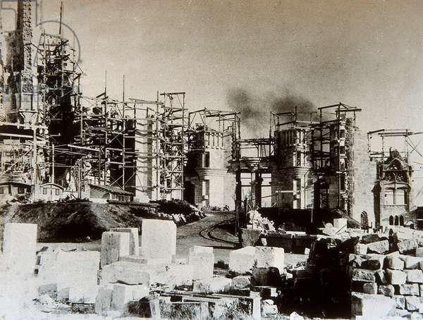 View of the Temple de la Sagrada Familia in 1899 (b/w photo)