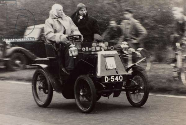 """London to Brighton Veteran Car Run 14th Novr 1948"": J.W. Thompson driving a race car vintage Renault"