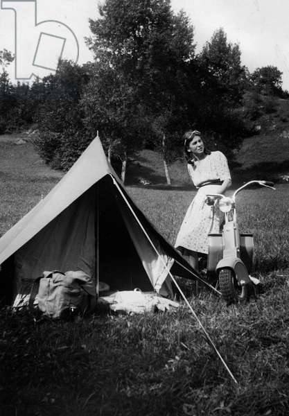 tourism, auto camp, the tent is ready to welcome the two campers, 1949