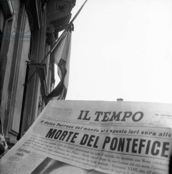 """First page of the newspaper """"Il Tempo"""" with the news of the death of Pope John XXIII (Angelo Giuseppe Roncalli)"""