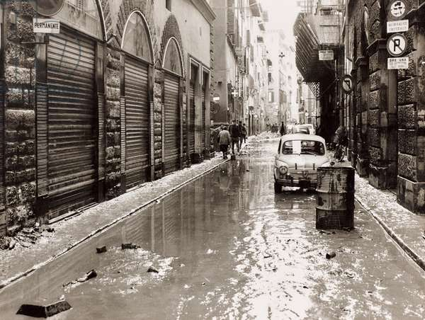 Florence flood of November 4, 1966: Via del Corso invaded by mud