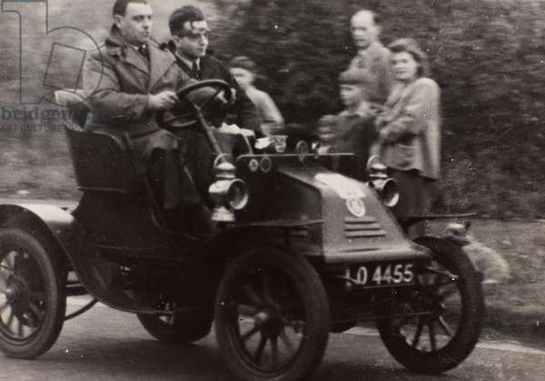 """London to Brighton Veteran Car Run 14th Novr 1948"": K. Harlow driving a race car vintage M.M.C."