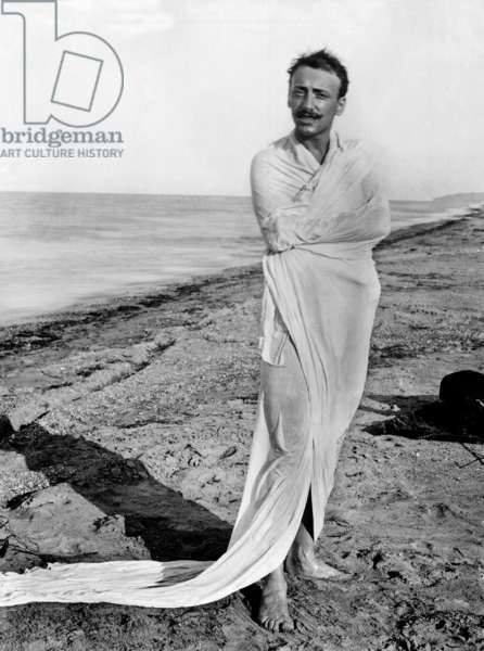 Gabriele D'Annunzio wearing a dressing-gown on the beach in Francavilla, 1888 (b/w photo)