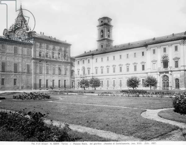 The inner garden of the Palazzo Reale in Turin. On the right the dome of the Holy Shroud