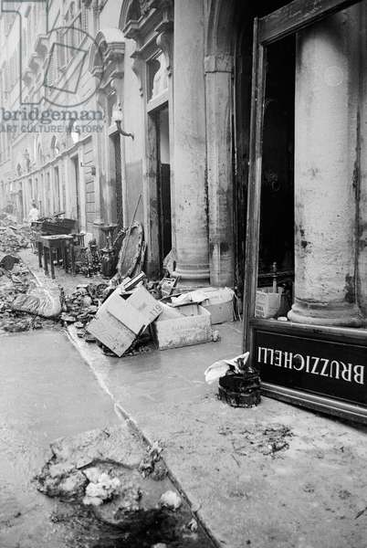 Shop front of Florentine antiquarian Bruzzichelli, damaged by the flood of Florence, November 1966 (b/w photo) (see 260160)