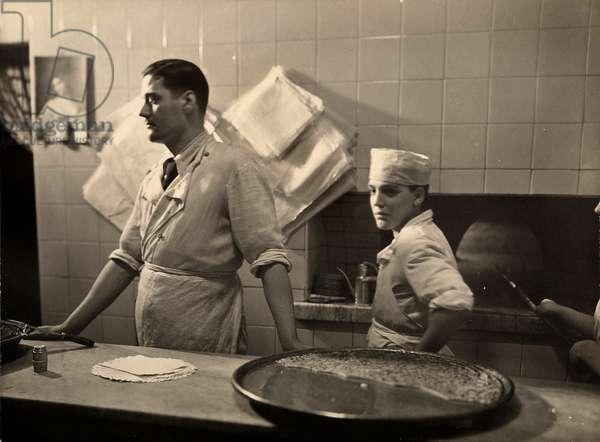 'Farinata' bakery in Turin, 1937 (b/w photo)