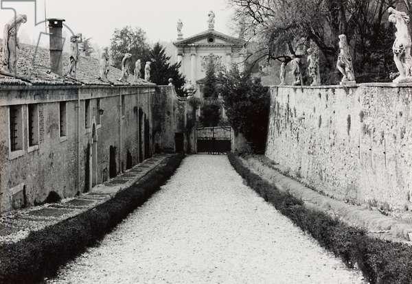 Avenue of the garden of Villa Almerico-Capra, called La Rotonda, in Vicenza