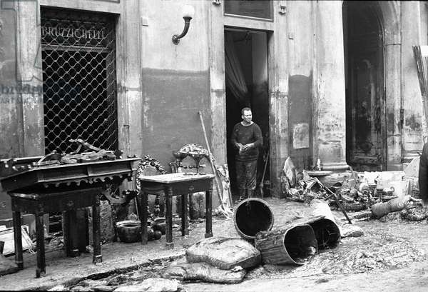 Shop front of Florentine antiquarian Bruzzichelli, damaged by the flood of Florence, November 1966 (b/w photo) (see 260159)