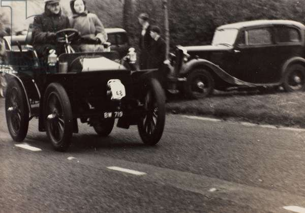 """London to Brighton Veteran Car Run 14th Novr 1948"": S. E. Sears driving a race car vintage Mors"