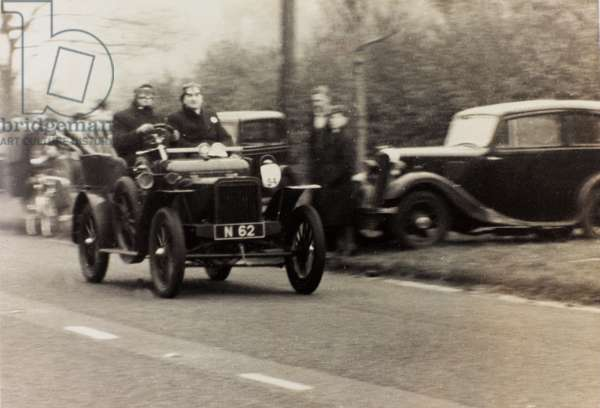 """London to Brighton Veteran Car Run 14th Novr 1948"": H.J. Briggs driving a race car vintage Rover"