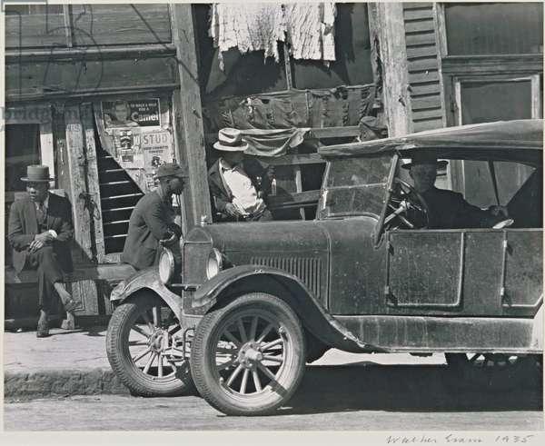 Sidewalk in Vicksburg, Mississippi, 1935 (gelatin silver print)