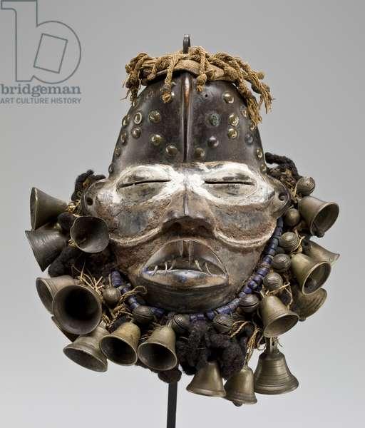 Poro Society funerary mask (wree), Cote d'Ivoirian or Liberian, first half of the 20th century (mixed media)