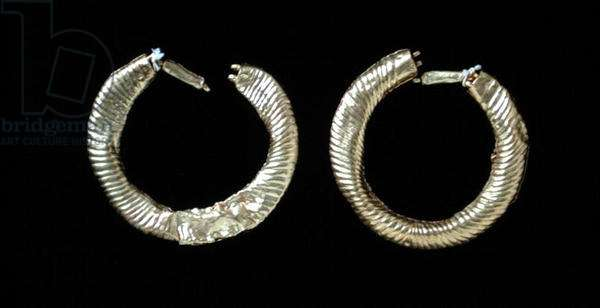 Pair of earrings, from a Grave 2 at Nymphaeum (gold)