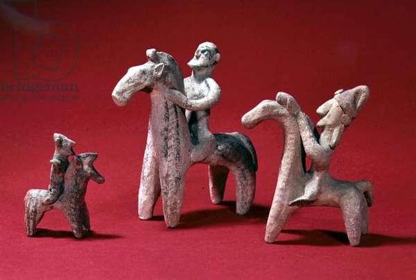 Prehistoric models of horsemen (terracotta)