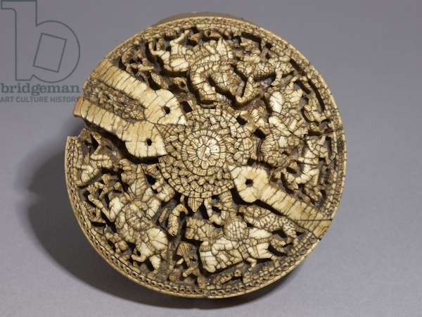 Lid of a container decorated with four huntsmen and animals, Umayyad period, 998-999 AD (ivory) (see also 117778)