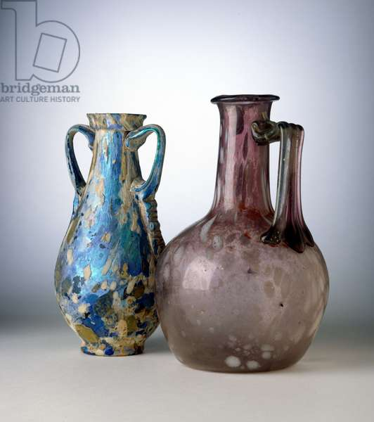 An amphora and a bottle, both decorated with 'splashes', 2nd half of 1st century AD (glass)