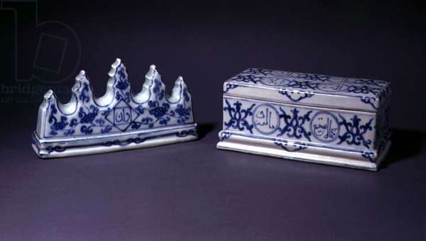 Pen box and rest, Ming, c.1368-1644 (porcelain with blue underglaze)