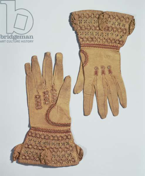 Gloves belonging to Queen Anne, 17th century (embroidered textile and leather)