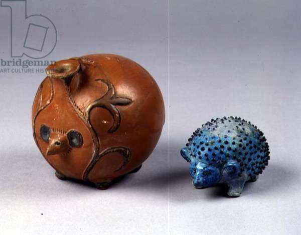 Model hedgehog from Abydos grave 416 (faience) and hedgehog vase from the Abydos grave D11 (pottery)
