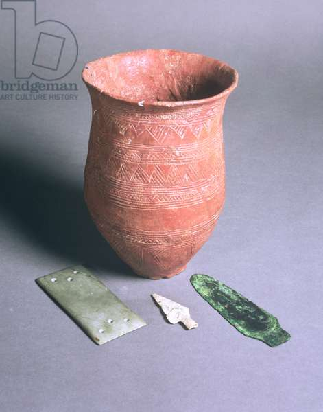 Beaker, arrowhead, dagger and wristguard, from Winterslow, Wiltshire, Bronze Age (pottery, bronze and stone)