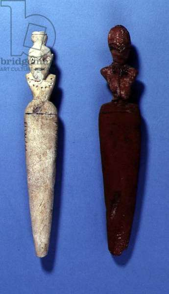 Two female figurines (ivory and clay)