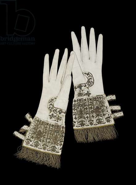 Gloves presented to Queen Elizabeth I on her visit to Oxford University in 1566 (textile and gold embroidery)