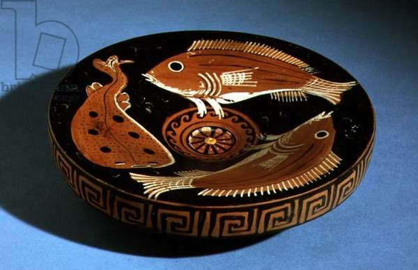 Apulian red-figure plate decorated with fish (ceramic)